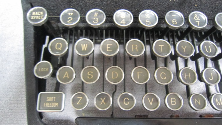 antique royal typewriter (2)